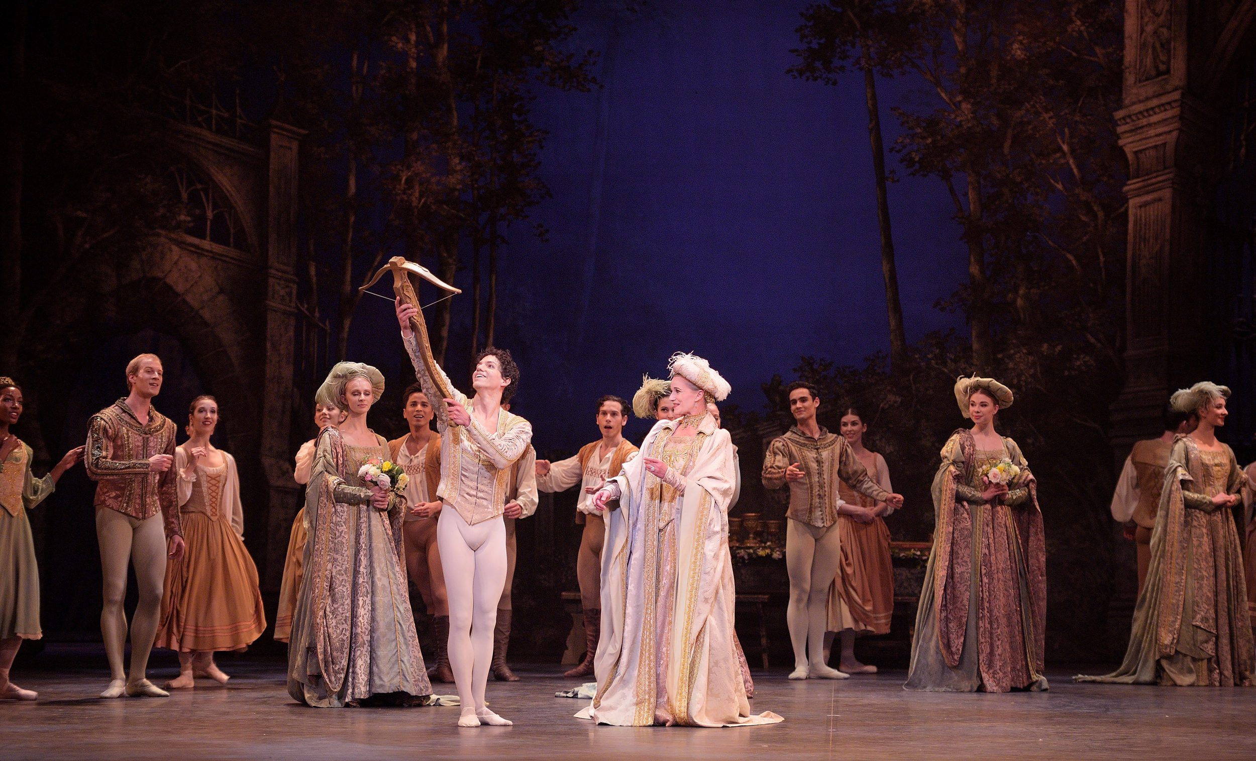 Isaac-Hernandez-and-Jane-Haworth-in-Swan-Lake-(c)-Laurent-Liotardo_WEB