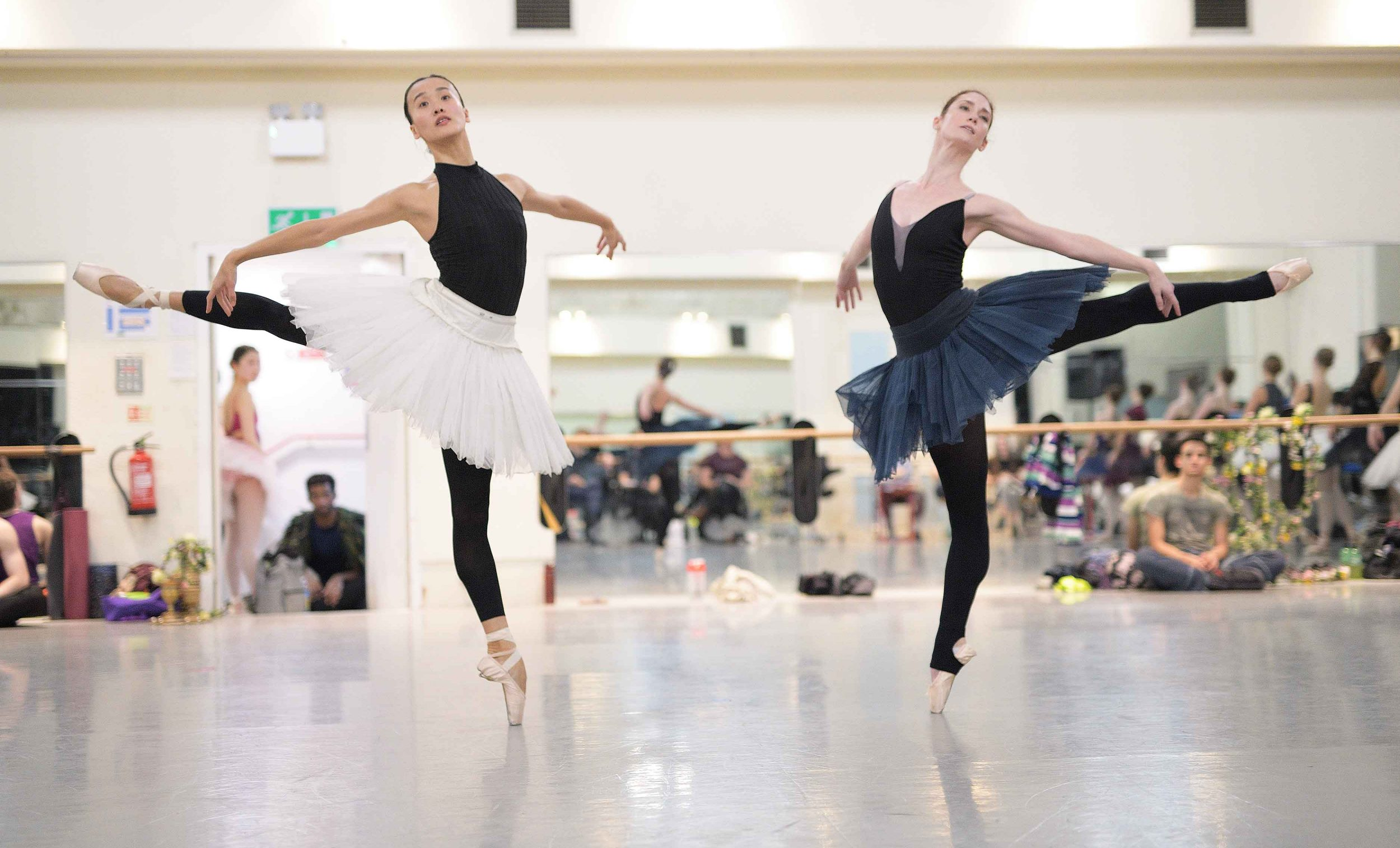 Jia-Zhang-and-Alison-McWhinney-in-rehearsals-for-Swan-Lake-(c)-Laurent-Liotardo_web
