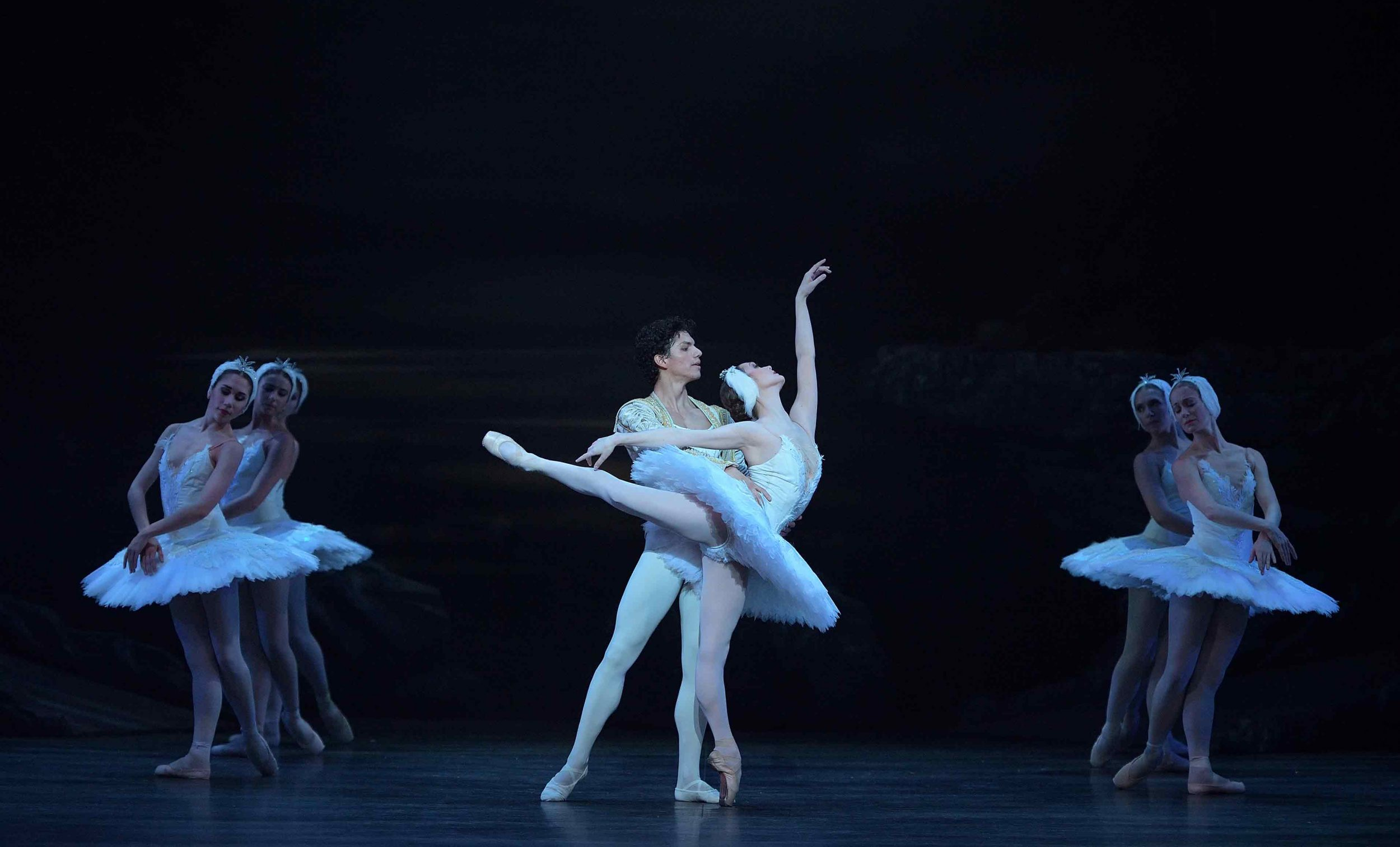 Jurgita-Dronina-and-Isaac-Hernández-in-Swan-Lake-©-Laurent-Liotardo-(5)_WEB