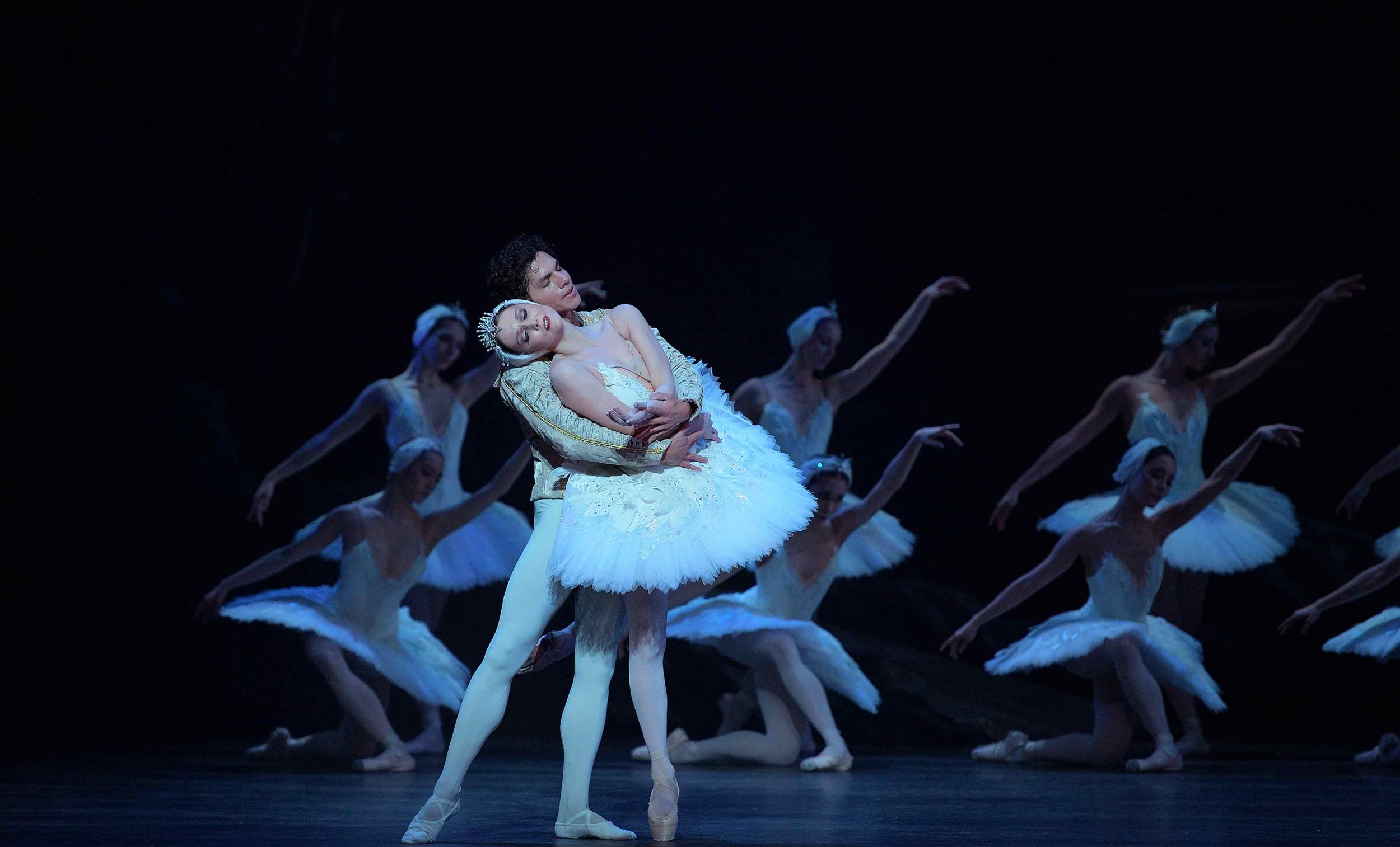 Jurgita-Dronina-and-Isaac-Hernández-in-Swan-Lake-©-Laurent-Liotardo-(6)_WEB