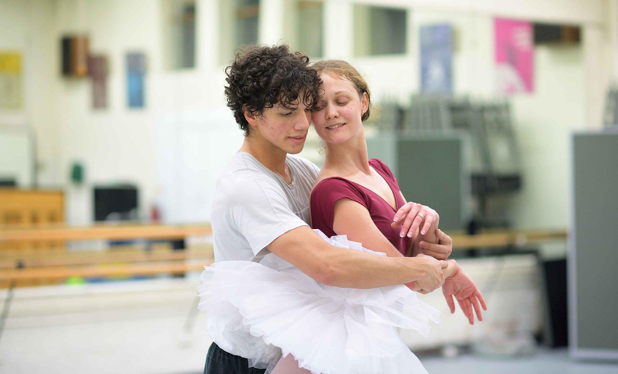 Jurgita-Dronina-and-Isaac-Hernandez-in-rehearsals-for-Swan-Lake-(c)-Laurent-Liotardo-(2)_web