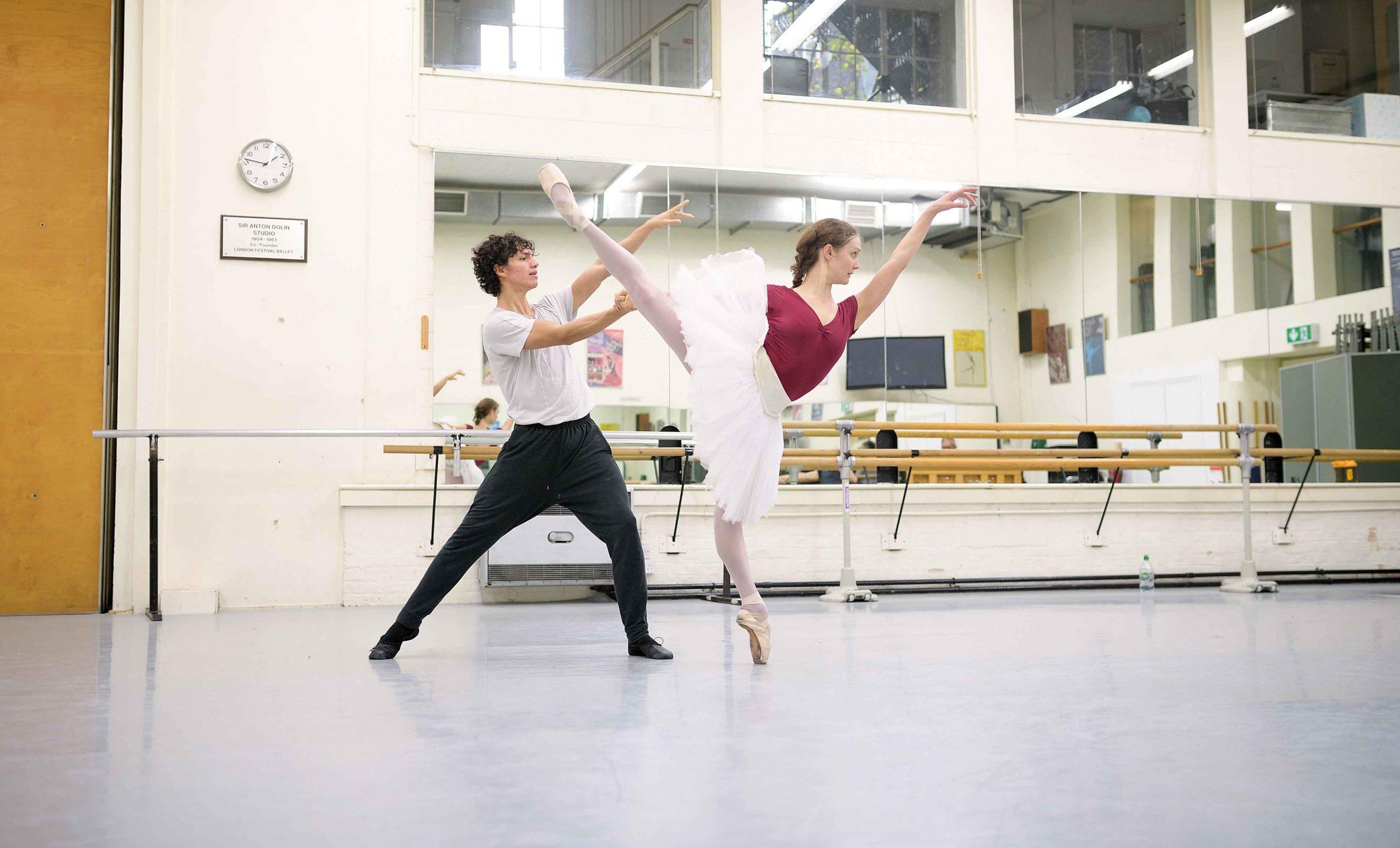 Jurgita-Dronina-and-Isaac-Hernandez-in-rehearsals-for-Swan-Lake-(c)-Laurent-Liotardo_web