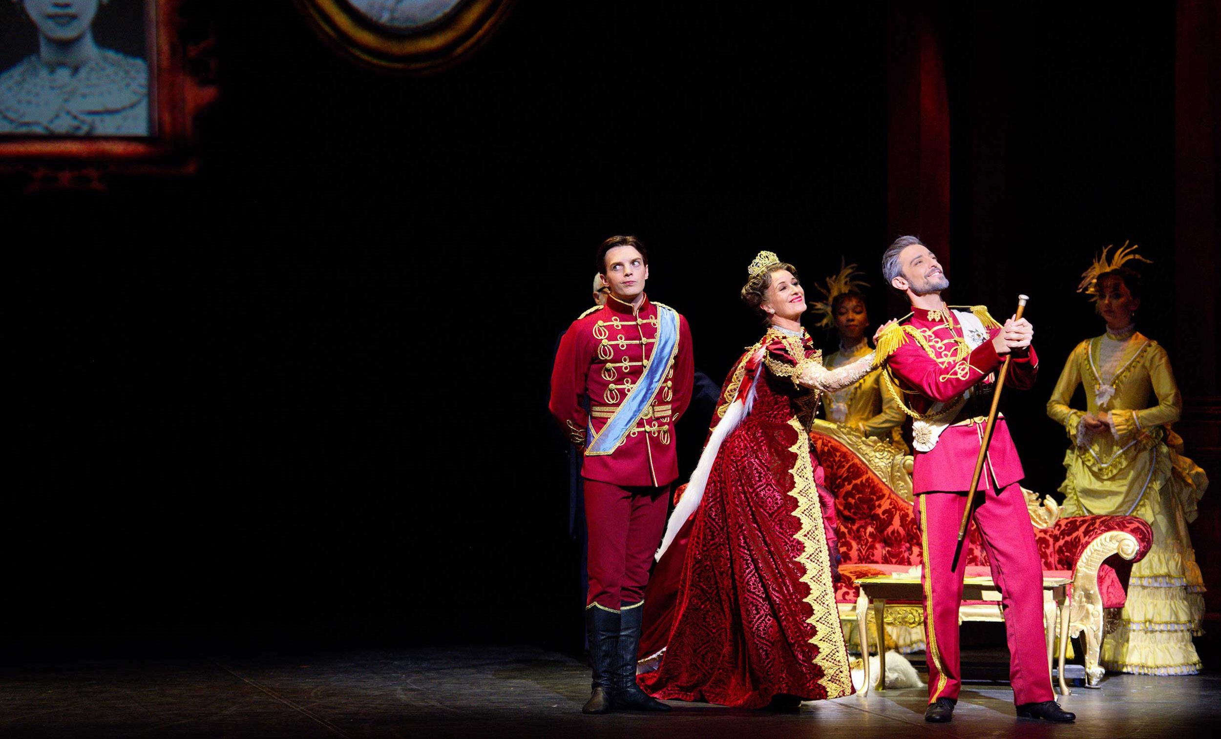 WEB-Joseph-Caley-with-Jane-Haworth-and-Fernando-Bufala-in-English-National-Ballet's-Cinderella-(c)-Laurent-Liotardo-(3)