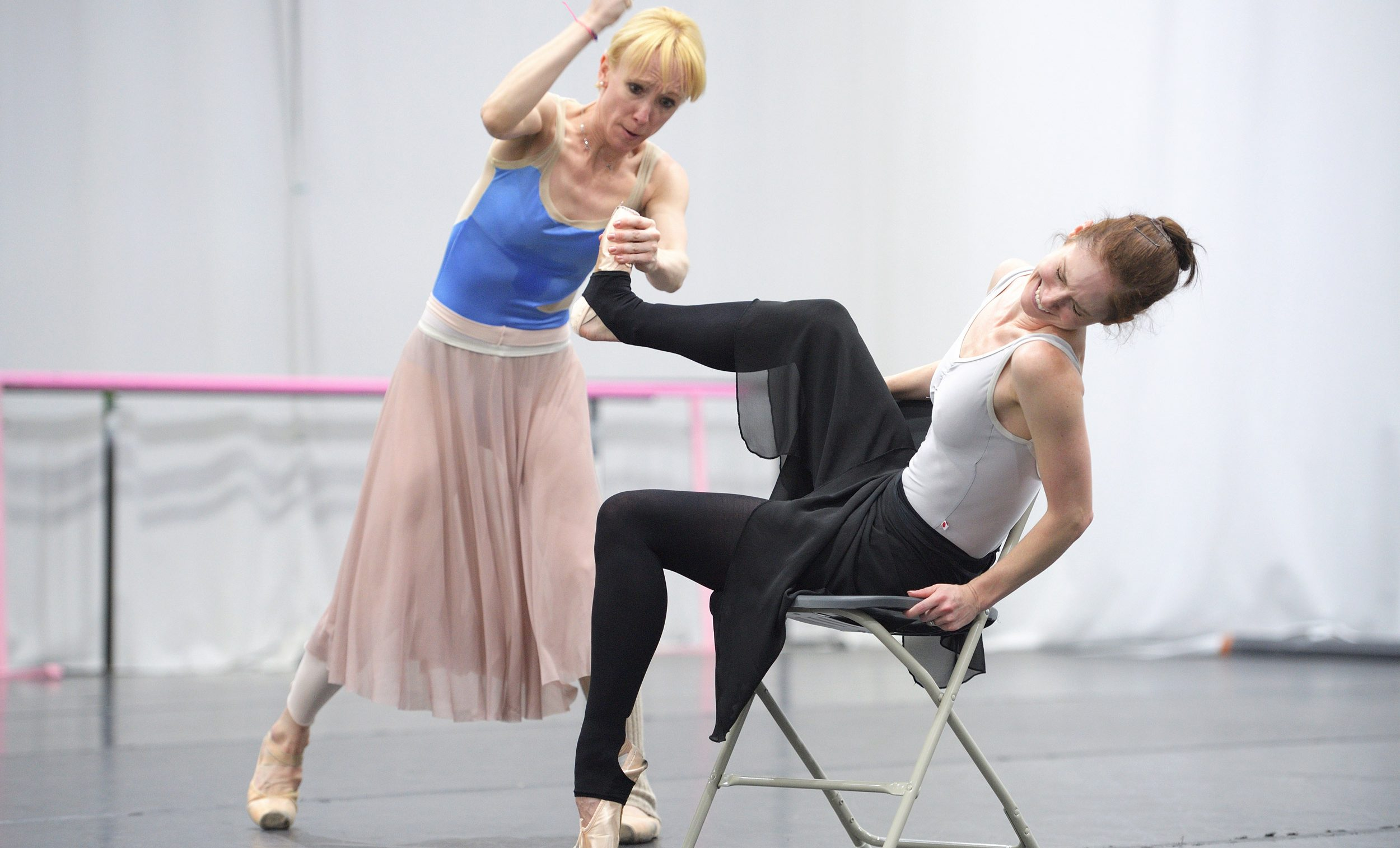 Tiffany Hedman and Alison McWhinney rehearsing Christopher Wheeldon's Cinderella  © Laurent Liotardo