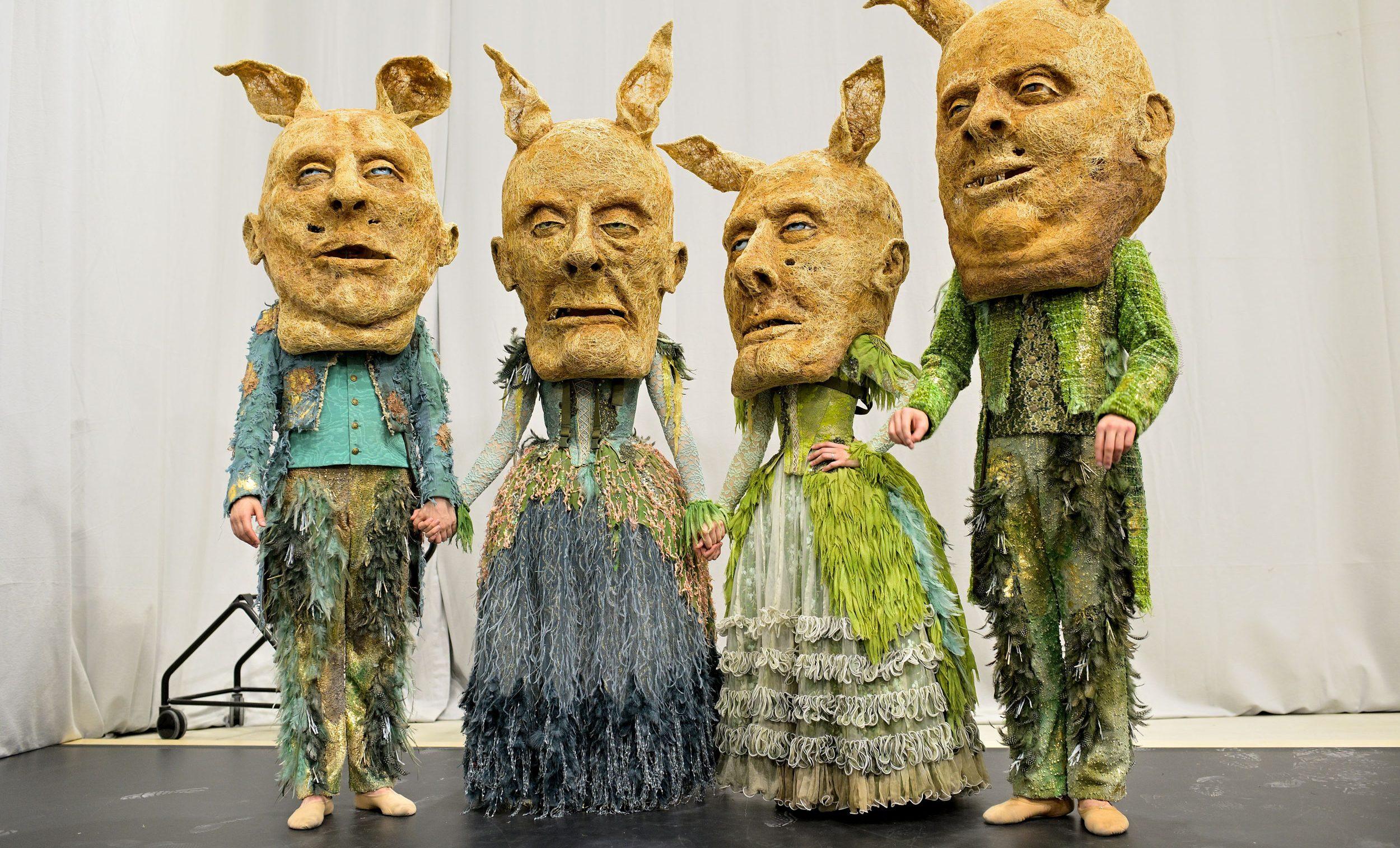 Costume-parade-2