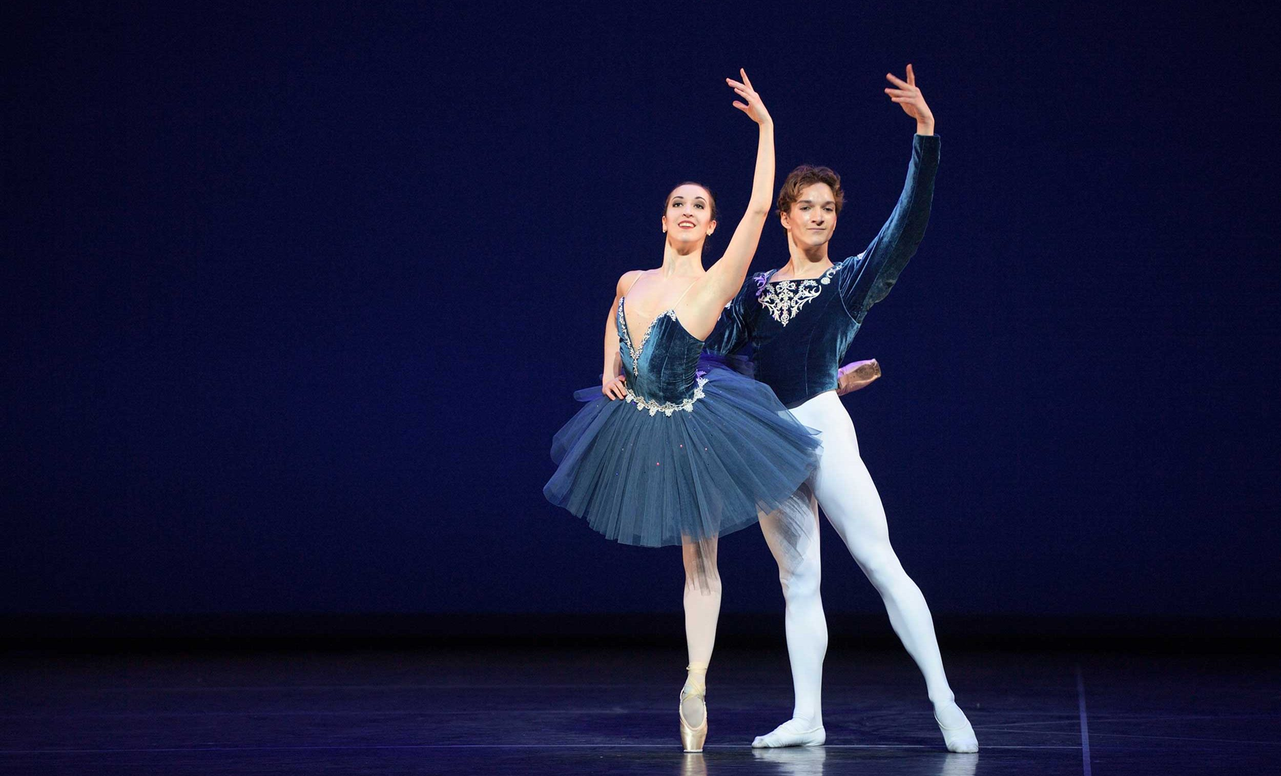 WEB-Alice-Bellini-and-Shale-Wagman-performing-Grand-Pas-Classique-(c)-Laurent-Liotardo-(2)