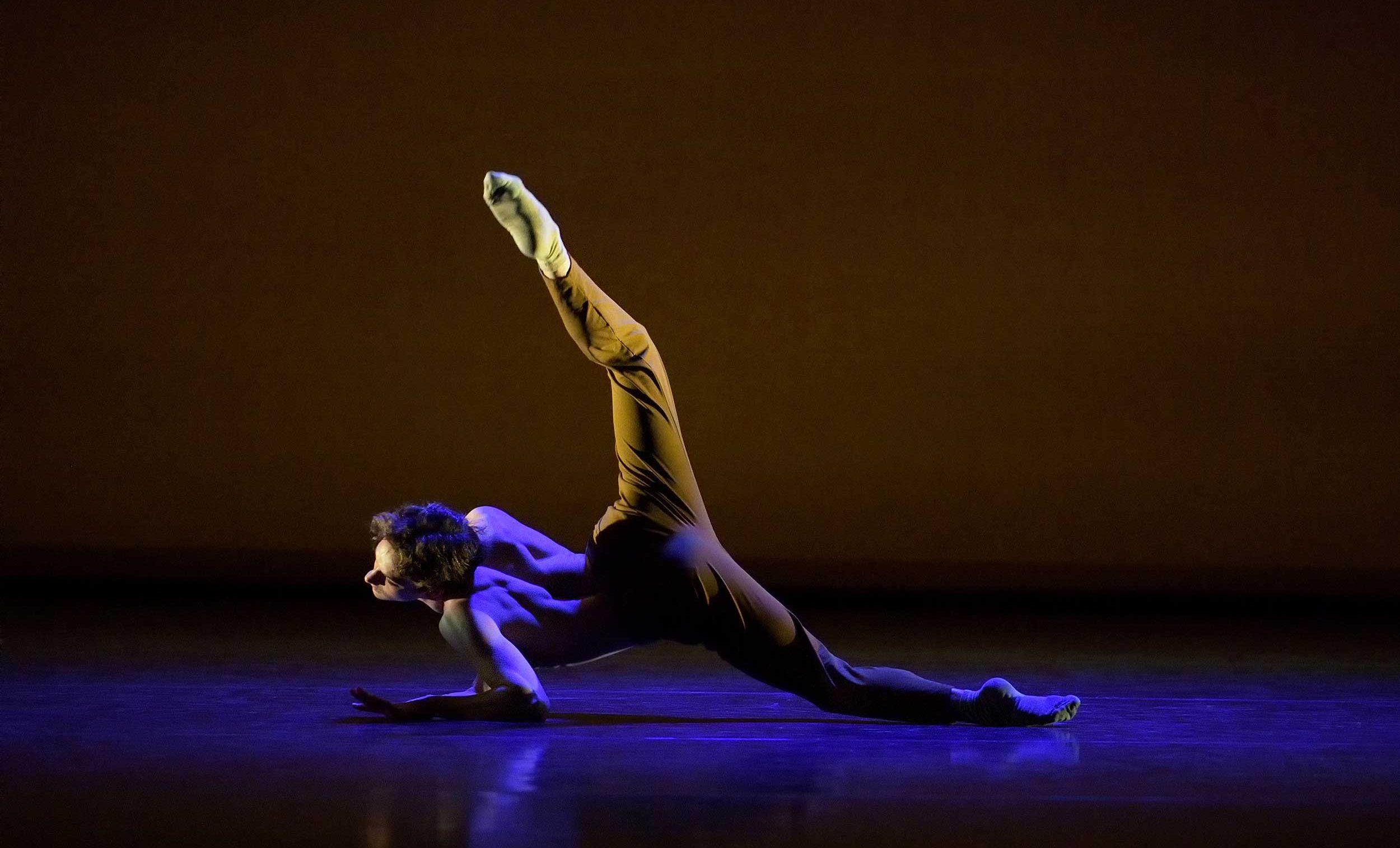 WEB-Shale-Wagman-performing-Peculiar-Mind-(c)-Laurent-Liotardo