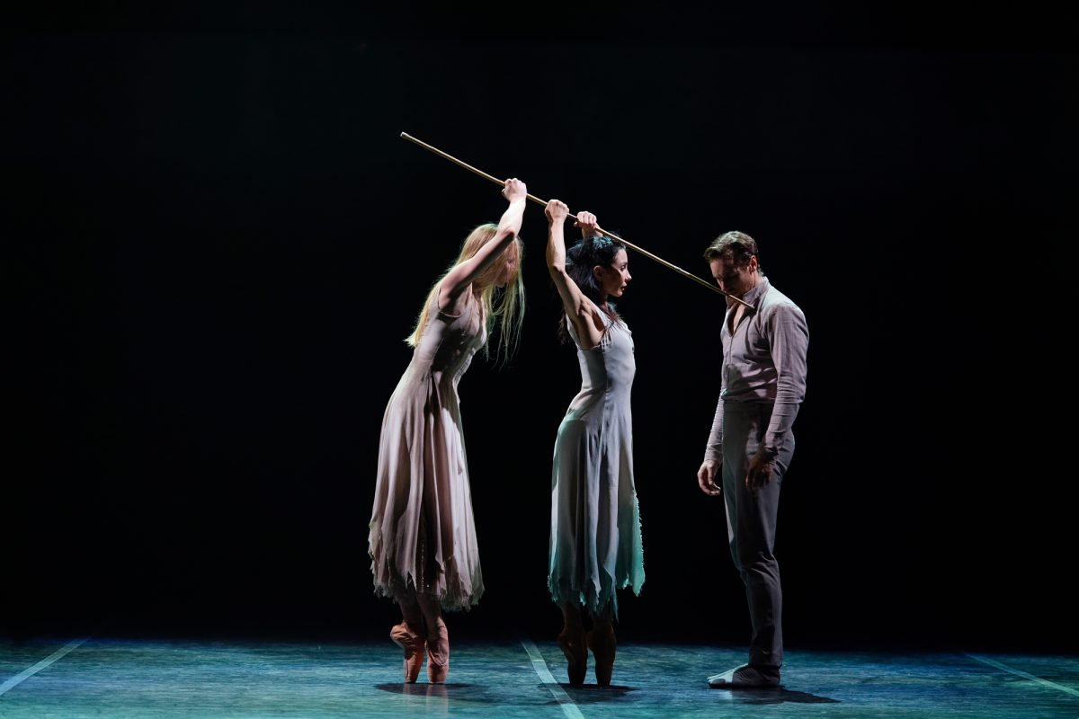 PRESS Stina Quagebeur, Tamara Rojo and James Streeter in Akram Khan's Giselle (c) Laurent Liotardo