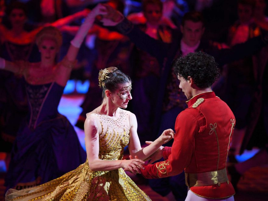 Alina Cojocaru and Isaac Hernandez in Cinderella in-the-round