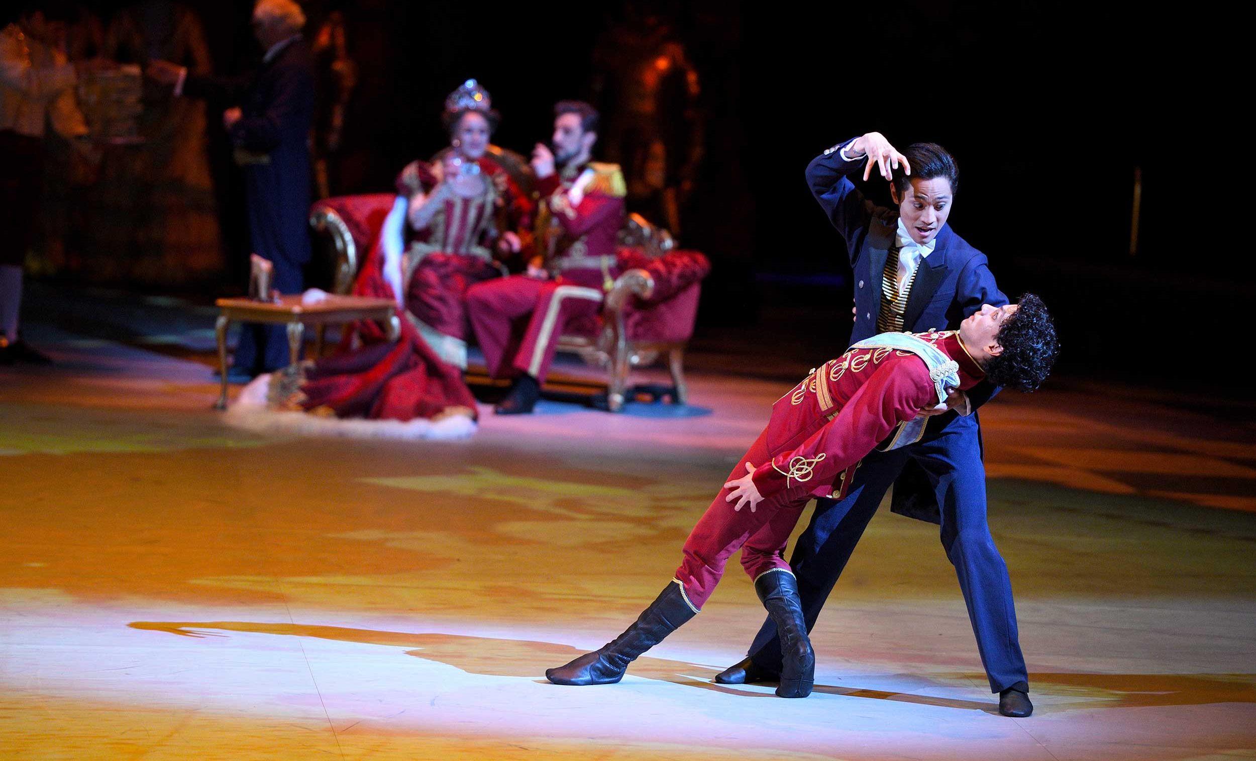 WEB-Jeffrey-Cirio-and-Isaac-Hernandez-in-Cinderella-in-the-round-(c)-Laurent-Liotardo