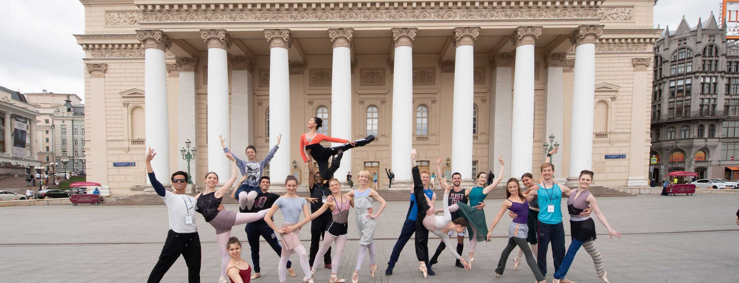 WEB-English-National-Ballet-dancers-in-front-of-the-Bolshoi-Theatre-(c)-Photography-by-ASH
