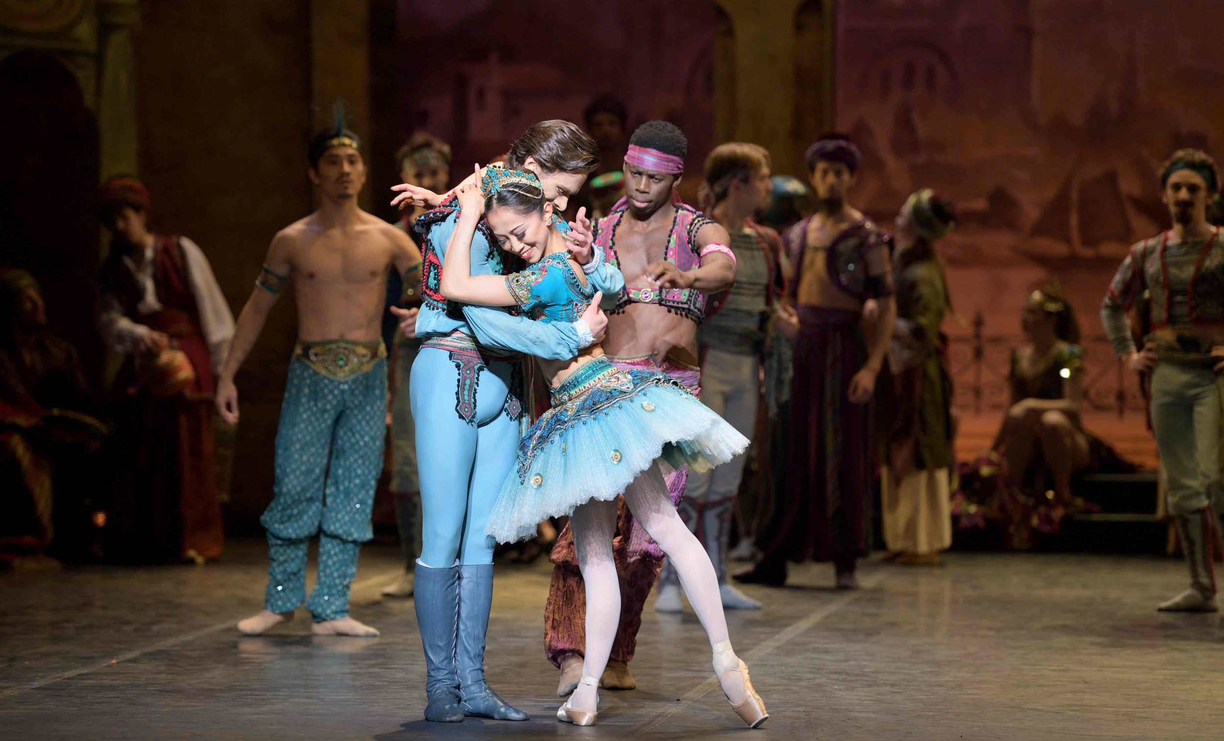 Francesco Gabriele Frola and Erina Takahashi as Conrad and Medora in Le Corsaire © Laurent Liotardo.