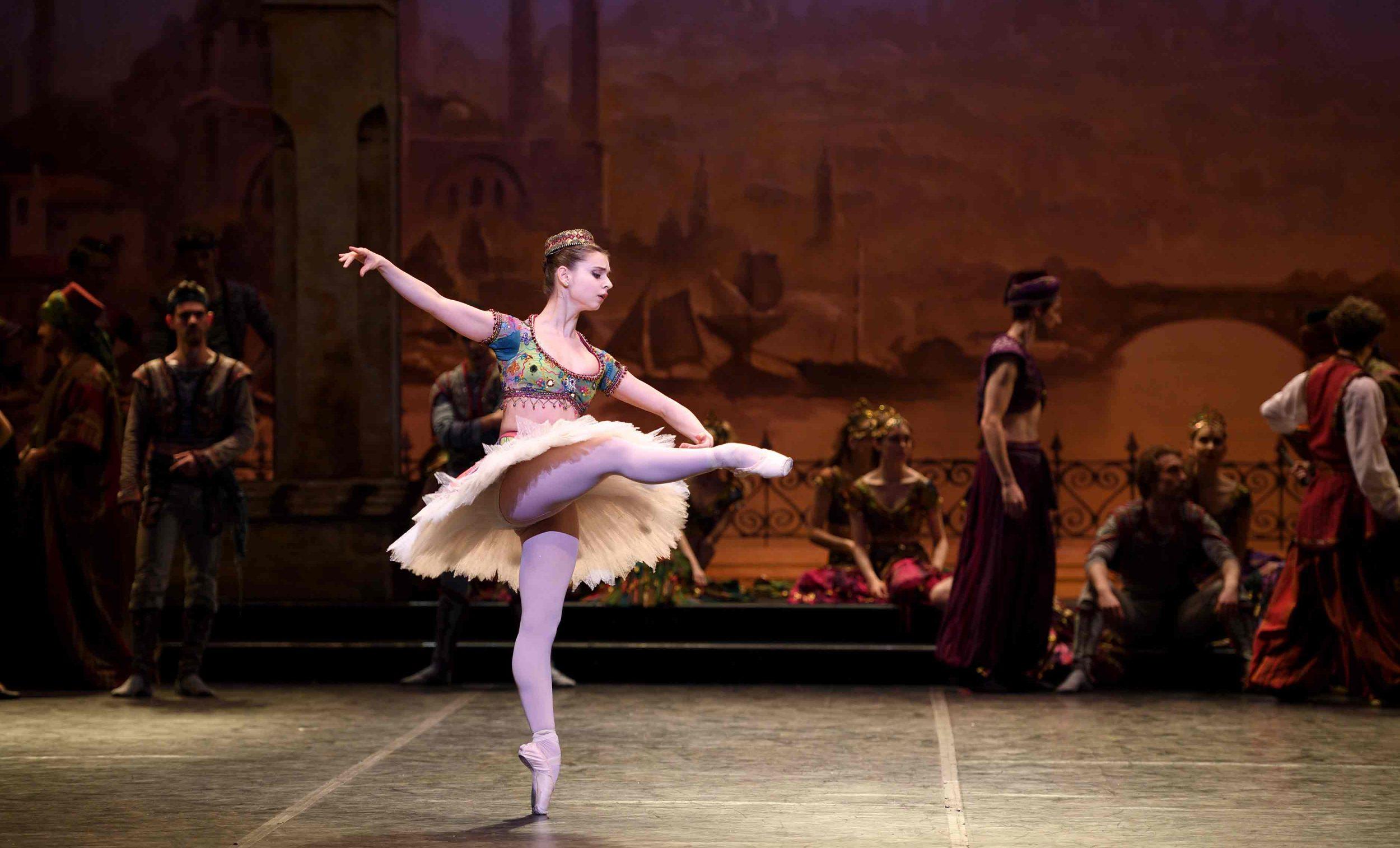 Julia Conway as an Odalisque in Le Corsaire © Laurent Liotardo.