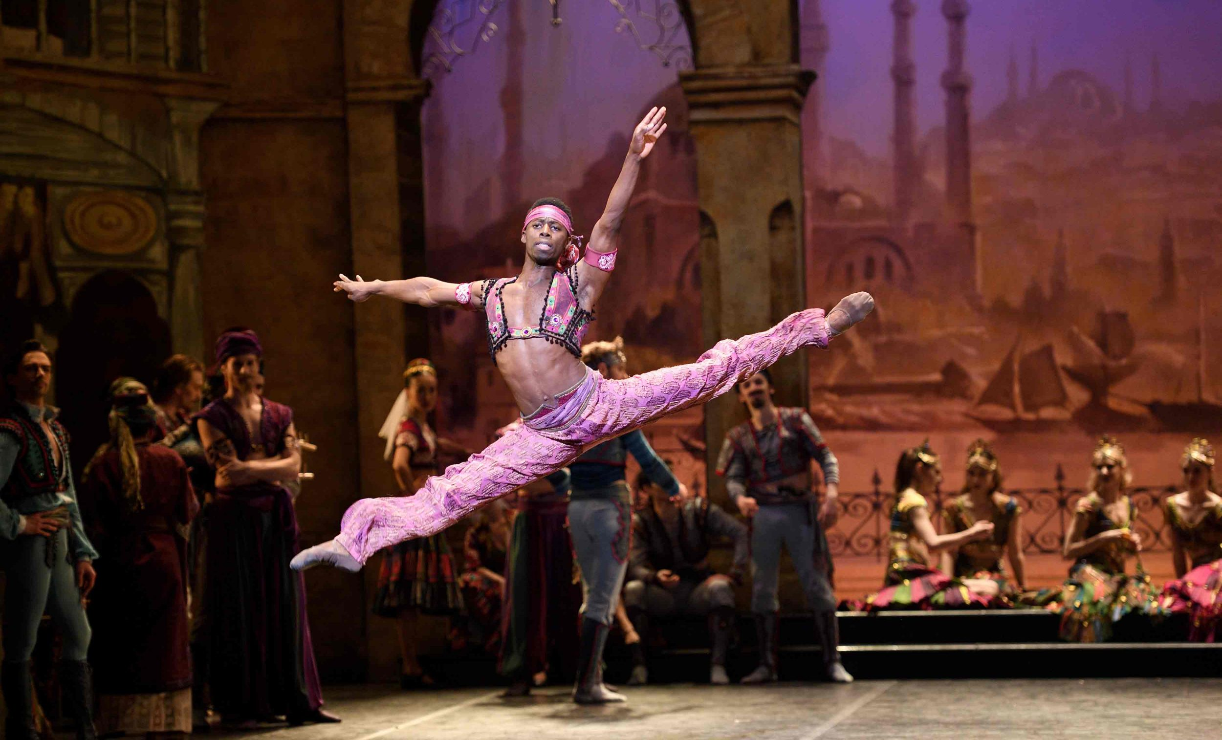 Brooklyn Mack as Lankendem in Le Corsaire © Laurent Liotardo.