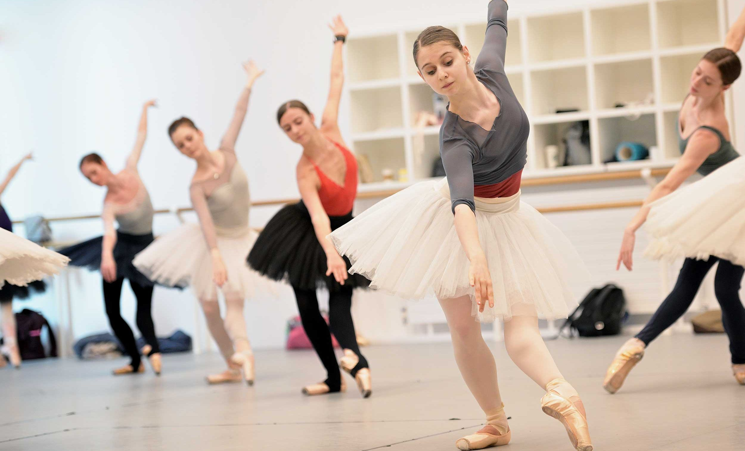 English-National-Ballet,-Julia-Conway-in-front,-rehearse-Etudes-ahead-of-their-70th-Anniversary-Gala-(c)-Laurent-Liotardo