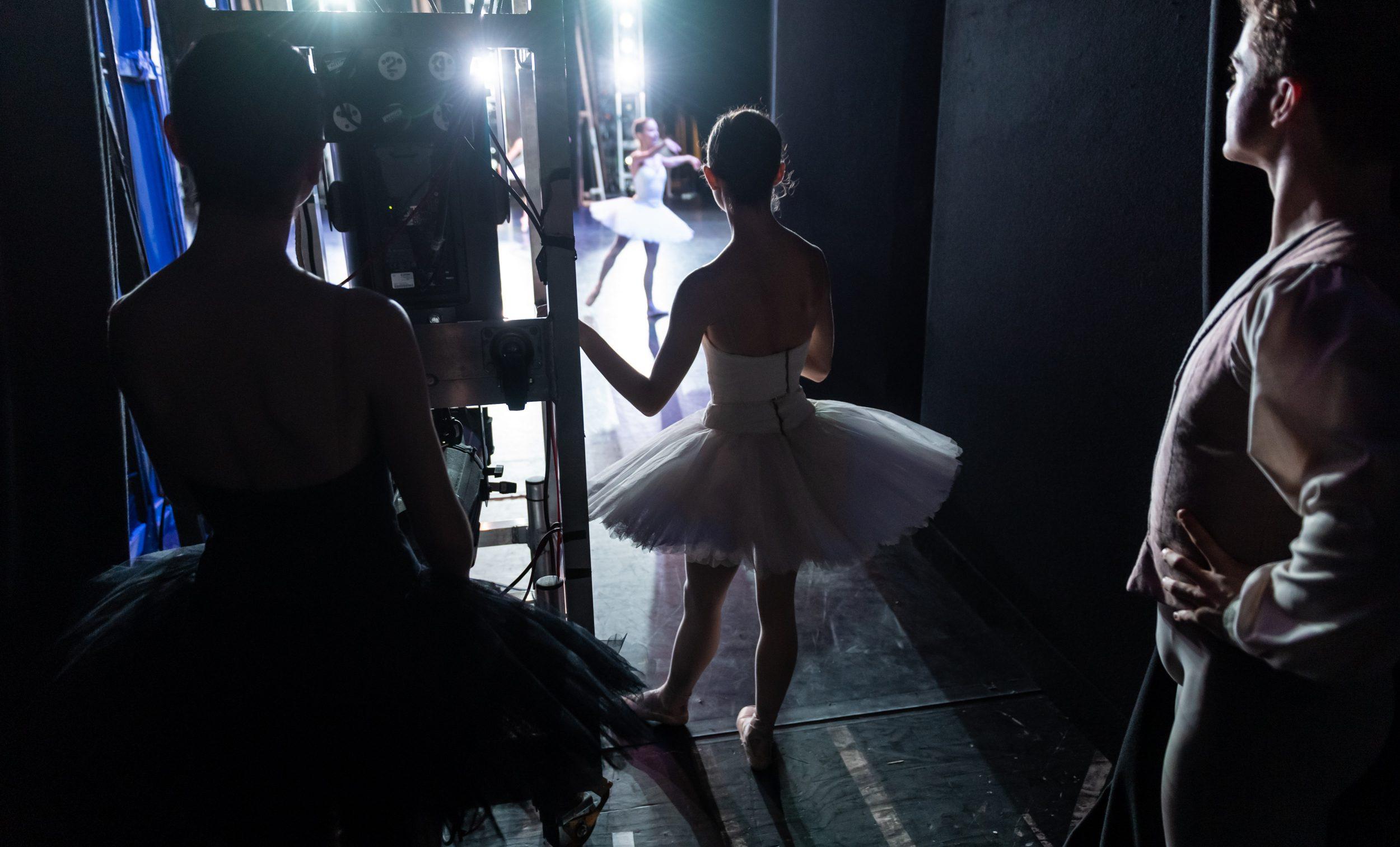 PRESS English National Ballet dancers backstage at the Company's 70th Anniversary Gala (c) Ian Gavan