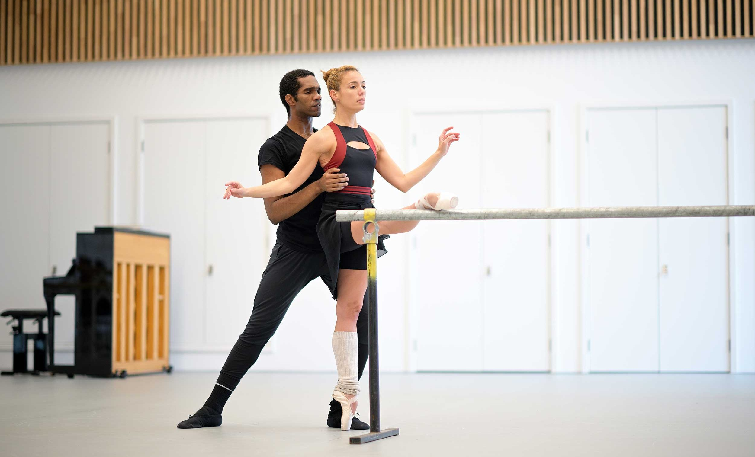 Fernanda-Oliviera-and-Junor-Souza-rehearse-Ben-Stevenson's-Three-Preludes-ahead-of-ENB's-70th-Anniversary-Galas-(C)-Laurent-L-(2)