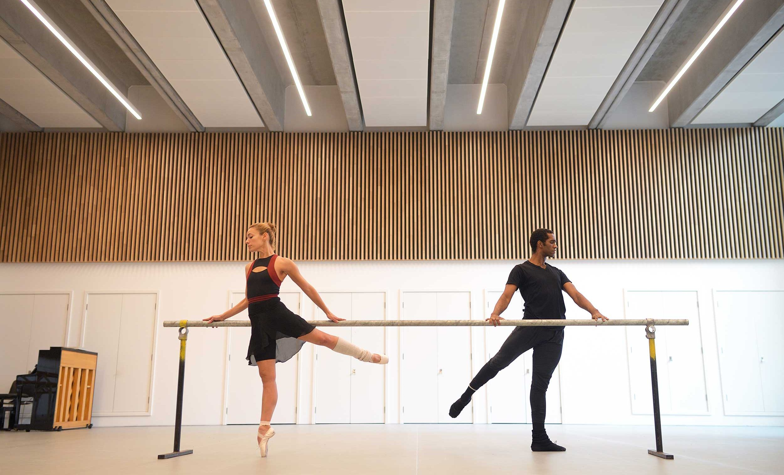 Fernanda-Oliviera-and-Junor-Souza-rehearse-Ben-Stevenson's-Three-Preludes-ahead-of-ENB's-70th-Anniversary-Galas-(C)-Laurent-L-(3)