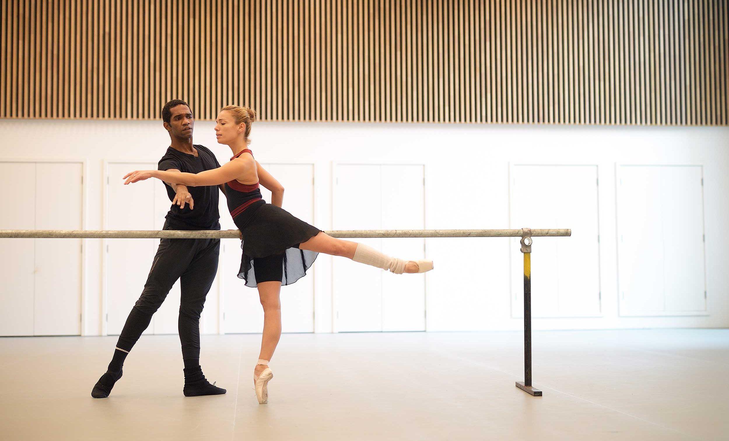 Fernanda-Oliviera-and-Junor-Souza-rehearse-Ben-Stevenson's-Three-Preludes-ahead-of-ENB's-70th-Anniversary-Galas-(C)-Laurent-L-(4)