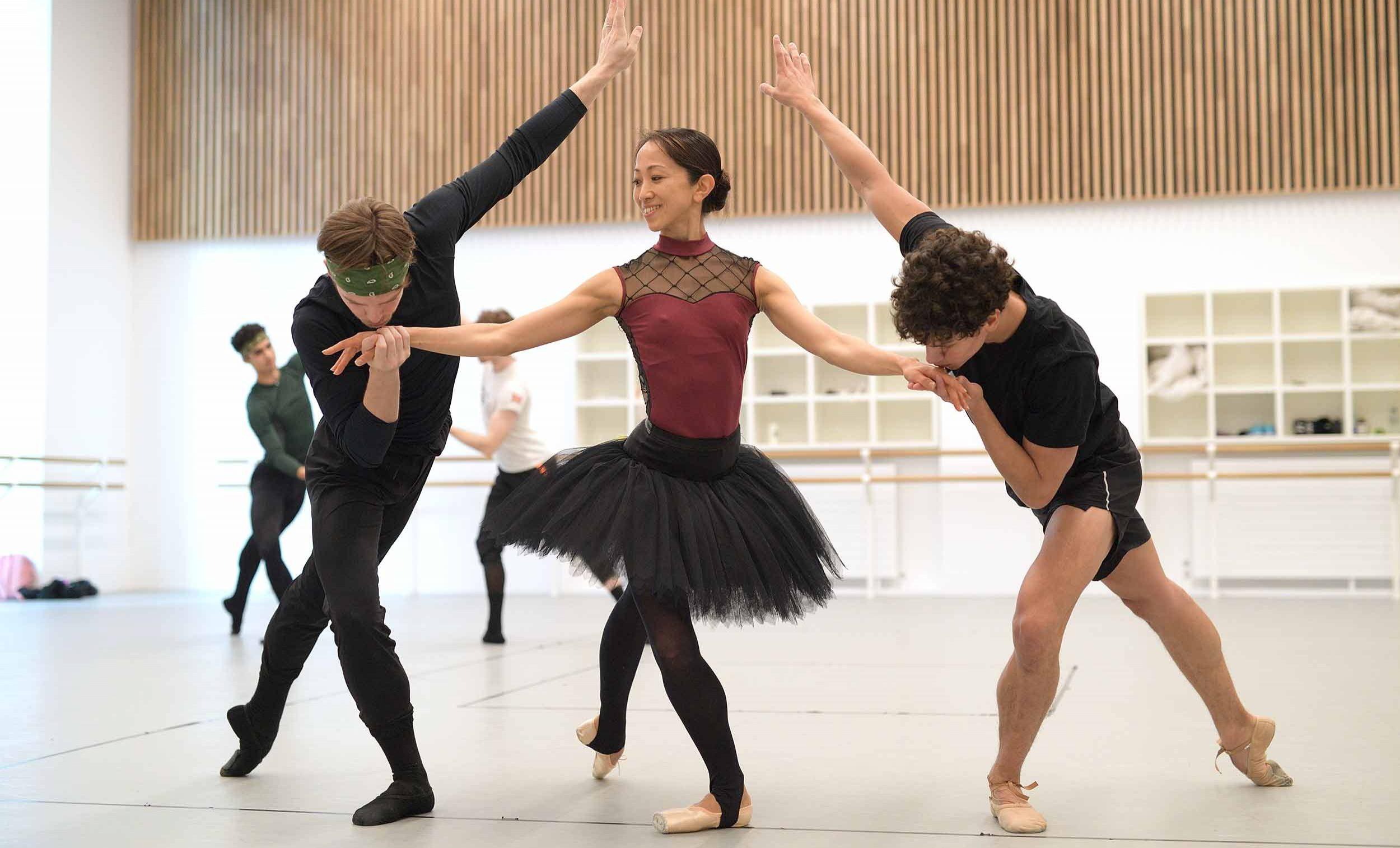 Joseph-Caley,-Erina-Takahshi-and-Isaac-Hernandez-rehearse-Etudes-English-National-Ballet's-70th-Anniversary-Gala-(c)-Laurent-Liotardo