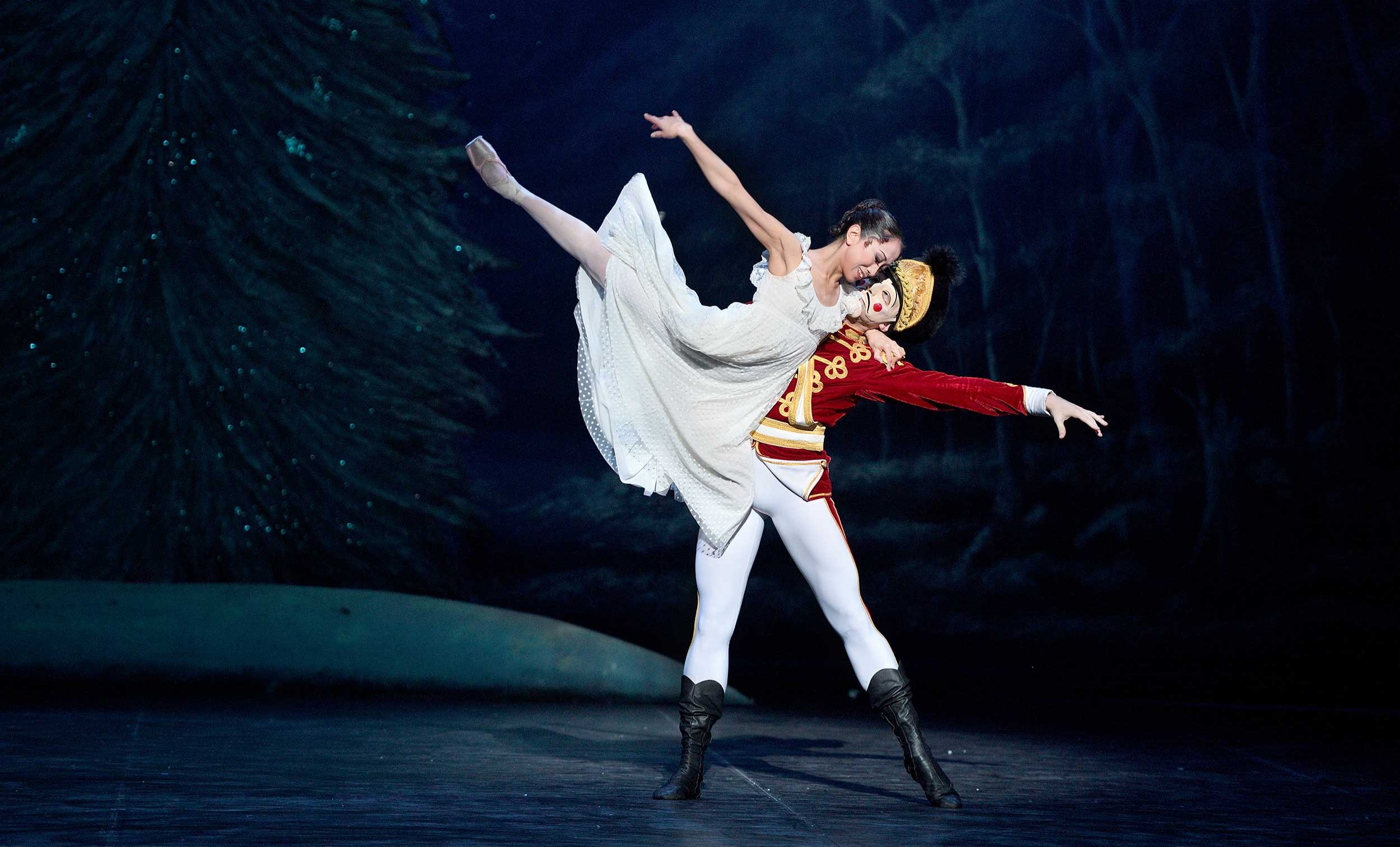 Erina Takahashi and Skyler Martin in English National Ballet's Nutcracker © Laurent Liotardo