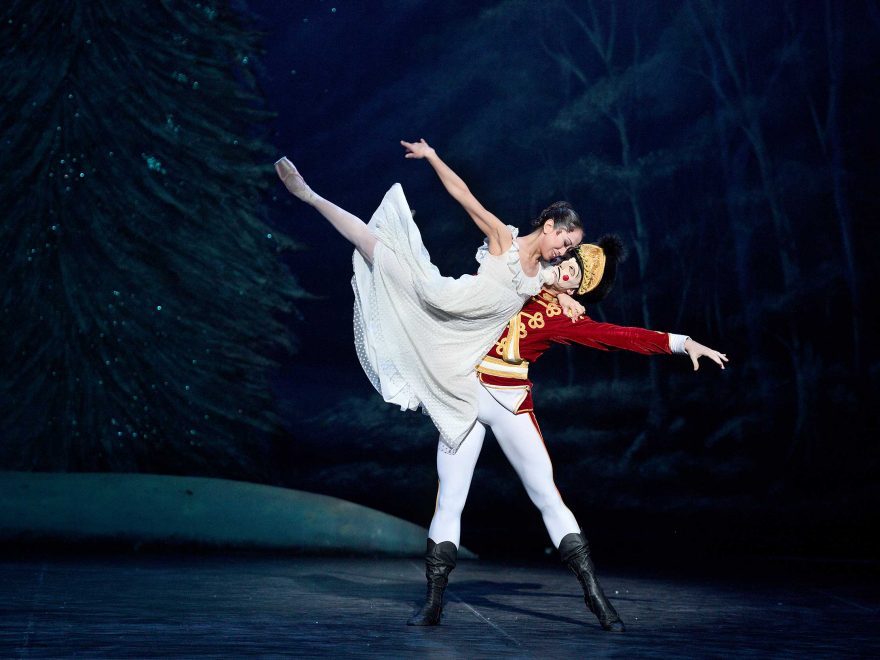 Erina-Takahashi-and-Skyler-Martin-in-Nutcracker-(c)-Laurent-Liotardo