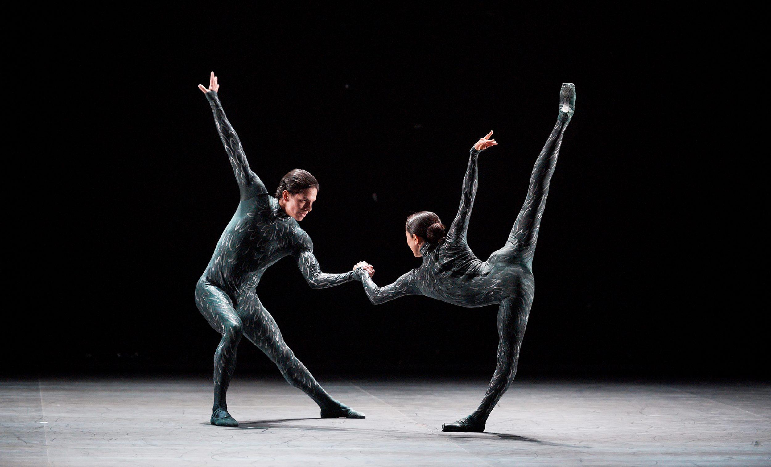 PRESS Erina-Takahashi-and-Isaac-Hernandez-in-Fantastic-Beings-by-Aszure-Barton-c-Laurent-Liotardo