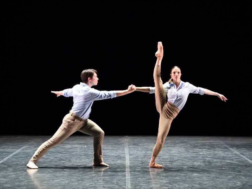 William Yamada and Ivana Bueno performing FULL-OUT by Mthuthuzeli November © Laurent Liotardo